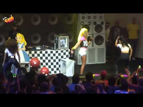 Ludmilla (MC Beyoncé) - Novinha Safadinha (Ao Vivo) @ Baile do Chá da Alice - Pheeno TV
