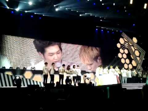 121208 (fancam) SHINee celebrate Onew - Minho Birthday on SWC2SG part 1