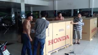getlinkyoutube.com-MotorSport - Unboxing Brand New CB1000R 2012