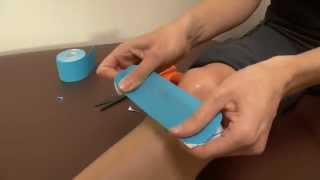 getlinkyoutube.com-Kinesiology Taping for Runner's Knee - Tape Yourself