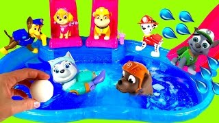 getlinkyoutube.com-Paw Patrol Dives for Toys Surprises in Magical Bath Bomb Pool!