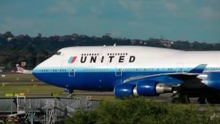 getlinkyoutube.com-United 747-400 - The Old Blue Livery