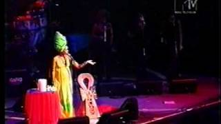 "getlinkyoutube.com-Erykah Badu in Brazil 1997 ""Tyrone"""