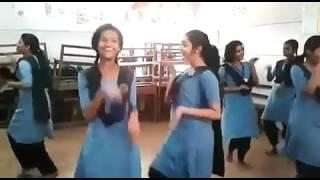 kerala school girls dance | india | Kerala | school girls | dancing video !! Do watch it