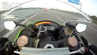 getlinkyoutube.com-Mota a 299km/h ultrapassada na autoestrada por um Audi como se nada fosse
