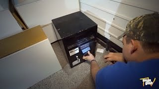 getlinkyoutube.com-Finding Abandoned Safe While Dumpster Diving - After Christmas DAY Trash Picking!