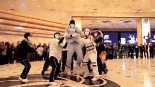 getlinkyoutube.com-Jabbawockeez Uptown Funk Flashmob at MGM Grand Hotel & Casino