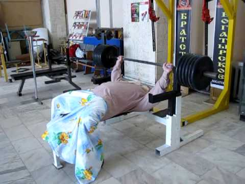 Баба Дуня жим штанги лeжа 250 кг