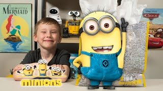 getlinkyoutube.com-HUGE Minions Surprise Present Despicable Me Surprise Eggs Super Hero Toys for Boys Kinder Playtime