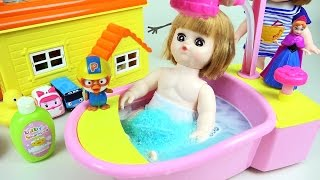 getlinkyoutube.com-Baby doll Bath playing toy with Pororo Tayo toys 콩순이 와 뽀로로 타요 목욕놀이