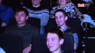 """getlinkyoutube.com-На премьеру фильма """"Дети 90-х"""" зрители пришли с бутылкой пива"""