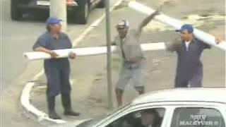 getlinkyoutube.com-Brazil Pranks - Funny plumbers asking information.