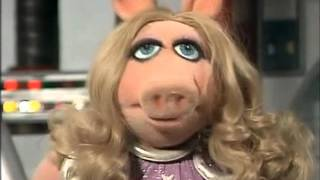 getlinkyoutube.com-The Muppet Show Compilations - Episode 41: Pigs in Space (Part 2)
