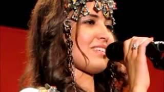getlinkyoutube.com-Des femmes amazighes rendent hommage à Lounès Matoub