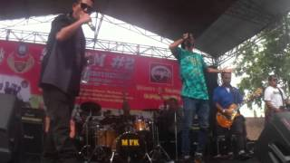 getlinkyoutube.com-PLESTER-X - Family Pride ( Live HangTua ) Feat Deny Monkeyboots