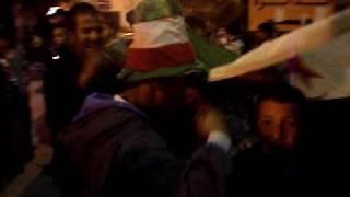 getlinkyoutube.com-أجواء الفرحة الجزائرية بقايس قبل المباراة