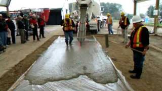 getlinkyoutube.com-Self Consolidated Concrete (SCC) Demo - Woodstock Outdoor Farmshow (CFBA)
