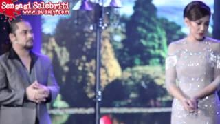 getlinkyoutube.com-Awie & Erra Fazira Perform CINTA MAKRIFAT di Drama Fest KL