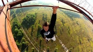 getlinkyoutube.com-Ruso vence el miedo en las alturas..