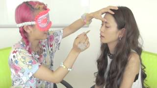 getlinkyoutube.com-目隠しメイクチャレンジ〜Blindfold Makeup Challenge〜前編〜
