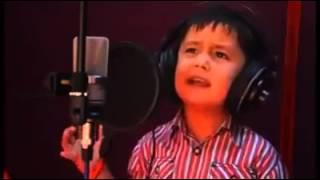 getlinkyoutube.com-asghar_oslo_آواز خواندن یک پسر بچه افغانی با پر از احساس  و شور و شوق