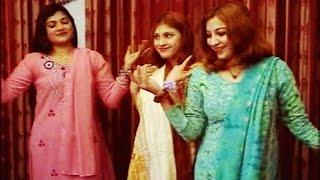 getlinkyoutube.com-Nazia Iqbal, Shahanshah Bacha - Pa Yar Me Botay