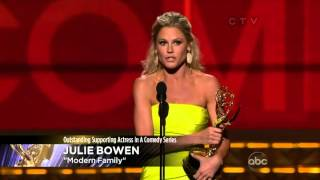 getlinkyoutube.com-Julie Bowen wins an Emmy for Modern Family at the 2012 Primetime Emmy Awards!