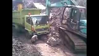 getlinkyoutube.com-Truck failed tambang batu bara kalimantan selatan