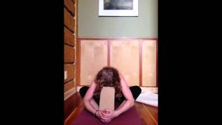 getlinkyoutube.com-Carla Wainwright Yoga ~ Adrenal Healing in 3 Minutes