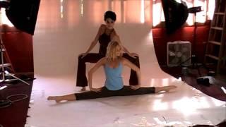 getlinkyoutube.com-Public Myth Dancers.mov