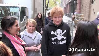 getlinkyoutube.com-Ed Sheeran showing so much love to his fans outside the Kelly and Michael show in NYC