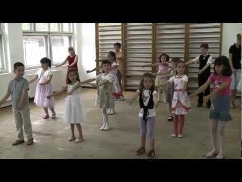2 iunie 2011, Colaj Macarena, Asereje, Meneaito, intermediari 5-7 ani