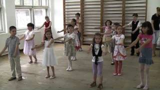 getlinkyoutube.com-2 iunie 2011, Colaj Macarena, Asereje, Meneaito, intermediari 5-7 ani