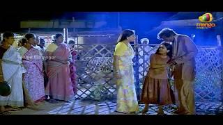 getlinkyoutube.com-Vijayashanthi rescues a young girl from drunkards - Mondi Mogudu Penki Pellam Scenes