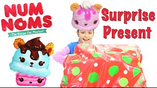 getlinkyoutube.com-NUM NOMS Giant Surprise Present and Unboxing