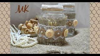 Подсвечник в стиле шебби-шик / Из стеклянной банки, бечёвки, мешковины и атласных лент