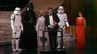 getlinkyoutube.com-Star Wars Wins Costume Design: 1978 Oscars