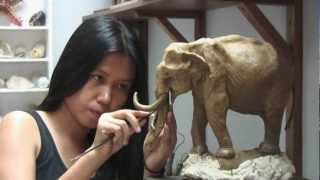 getlinkyoutube.com-'Oom Chakawan' Thai Elephant Sculpture (English/short version)