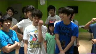 getlinkyoutube.com-130706 SEVENTEEN TV Seventeen kissing each other lol~