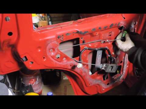 Как разобрать заднюю дверь Nissan Terrano 2.7