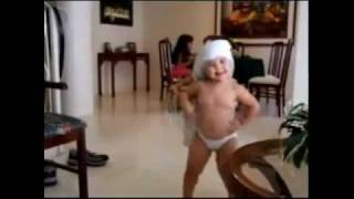 getlinkyoutube.com-BABY Dancing like SHAKIRA --- INCREDIBLE ---WAKA WAKA.flv
