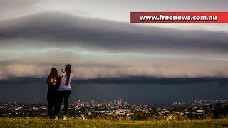getlinkyoutube.com-Epic storm hits Sydney with massive shelf cloud