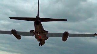 U-2偵察機の難しい着陸(並走車の車載映像) - U-2 Dragon Lady Difficult landing