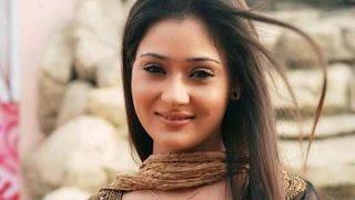 getlinkyoutube.com-Wardrobe Malfunction | Sara khan Showing Her Bo*bs