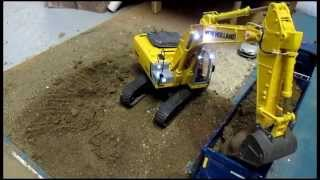 getlinkyoutube.com-excavator rc New holland Scania  siku 1:32 led smd gyrophare