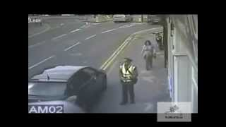 getlinkyoutube.com-Nocaut a un policia.