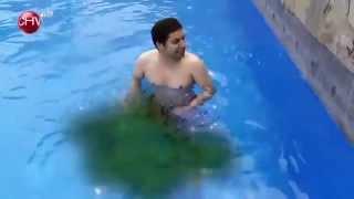 getlinkyoutube.com-Te cagué - Fabrizio se orinó en una piscina