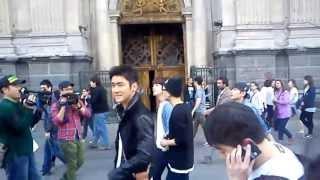 getlinkyoutube.com-Siwon, Eunhyuk, Kyuhyun y Ryeowook..Plaza de Armas Chile (24/04/2013)