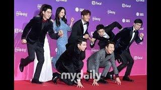 Running Man Funny At SBS Entertainment Award 2017 - Song Ji Hyo The Blue Mermaid