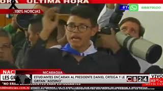 Estudiantes encaran al presidente de Nicaragua y le gritan